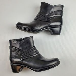 Clark's Bendables Black Leather Booties Size 9